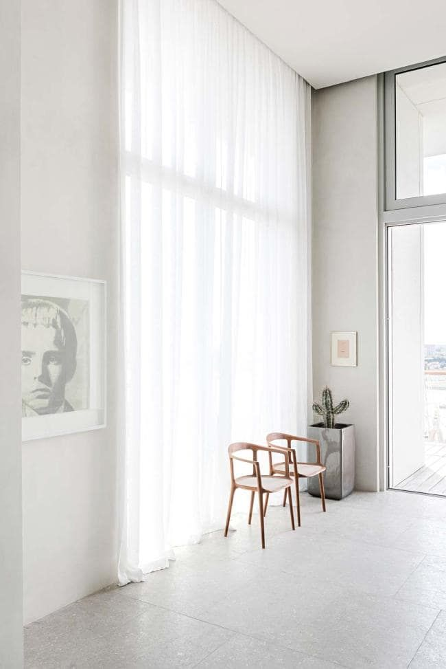 House tour a beautifully modern penthouse apartment in for Mejor programa diseno interiores