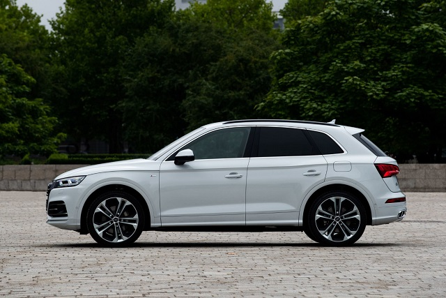 The Second Generation Of The Q5 Luxury Crossover Suv Was Introduced In 2018 After Only Two Years We Don T Expect Big Changes In This Seg Audi Q5 Audi New Suv