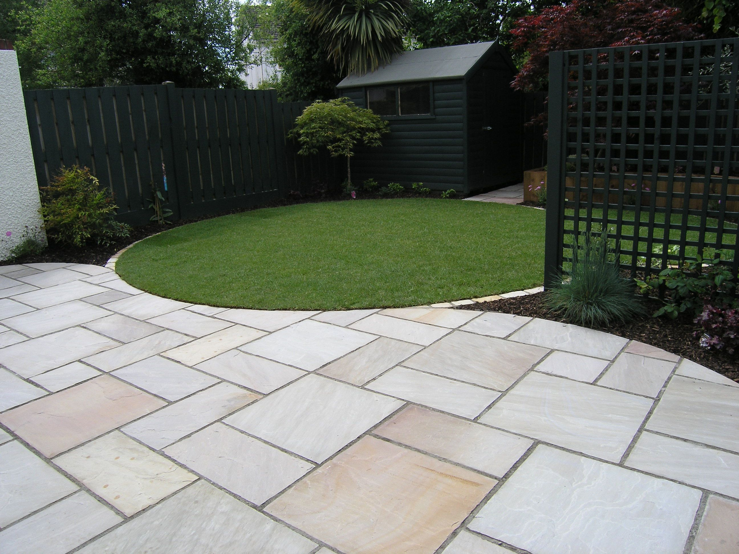 Beautiful Garden Paving   Really Like The Sircle Idea