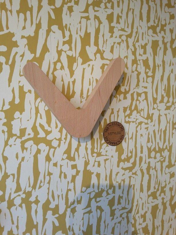"""Papier peint """"people"""" chez harlequin www.harlequin.uk.com  Patères  L'envolée chez Metylos  www.metylos.fr"""