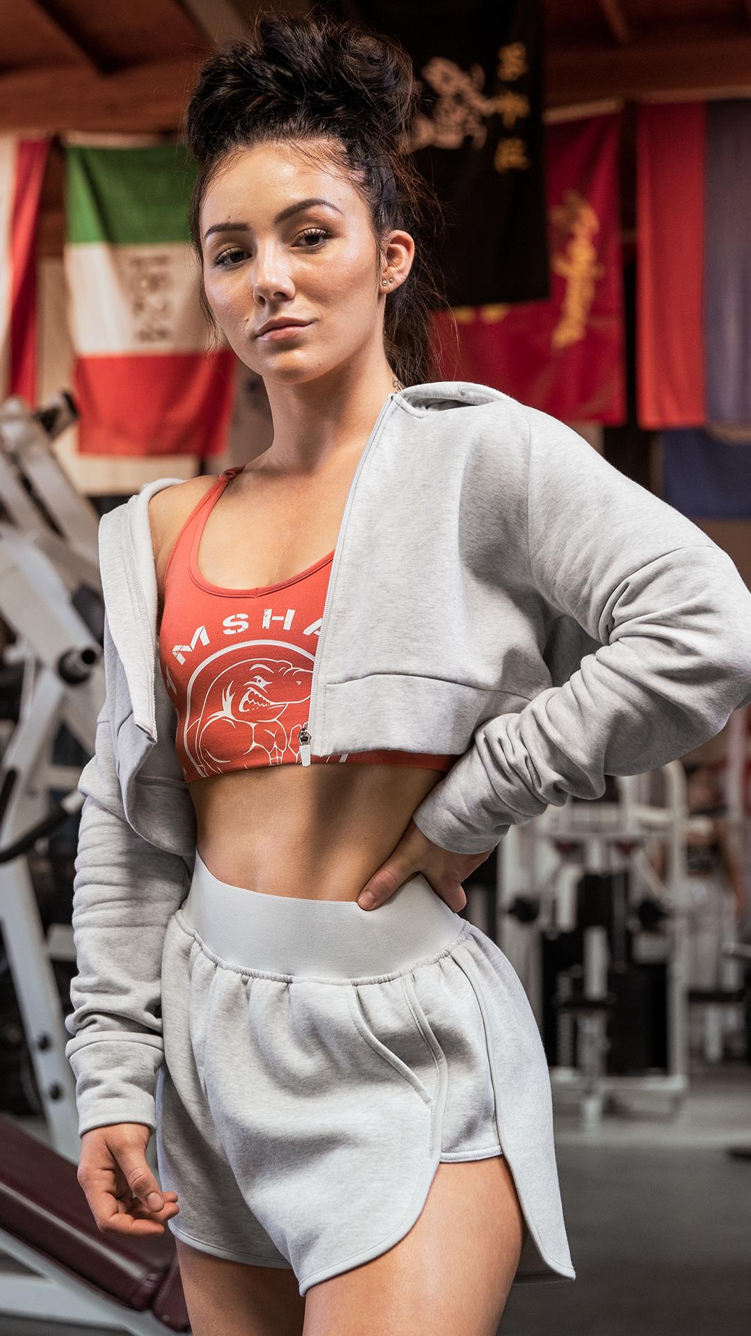 Atemberaubende Gymshark Legacy Fitness Sports Bra - Brick Red Kryss sports the Legacy Fitness range....