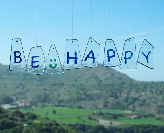 Móvil de viento  Vidrio  Be Happy  Frase  por TuulaGiraldoArtGlass