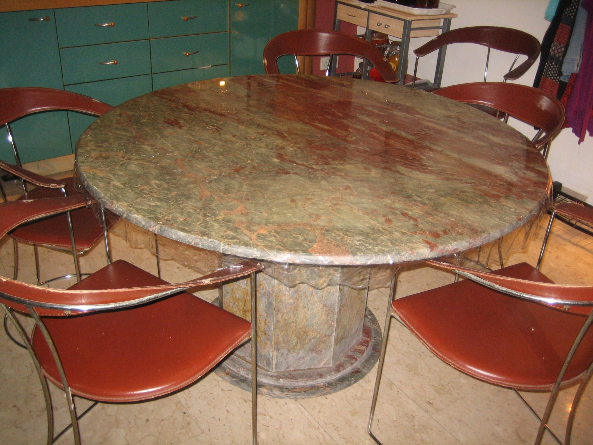 Dining Table With 6 Chairs In Vhome S Garage Sale Singapore Bedok