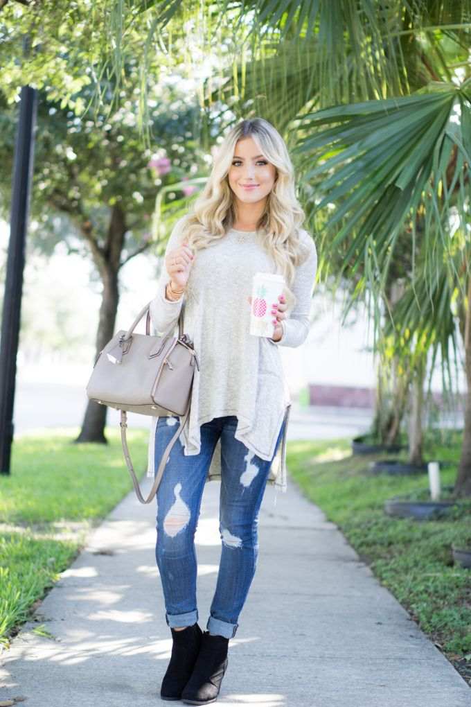 931490fa92 Flowy top + ripped jeans for a casual ootd look this fall!    A Touch of Pink  Blog