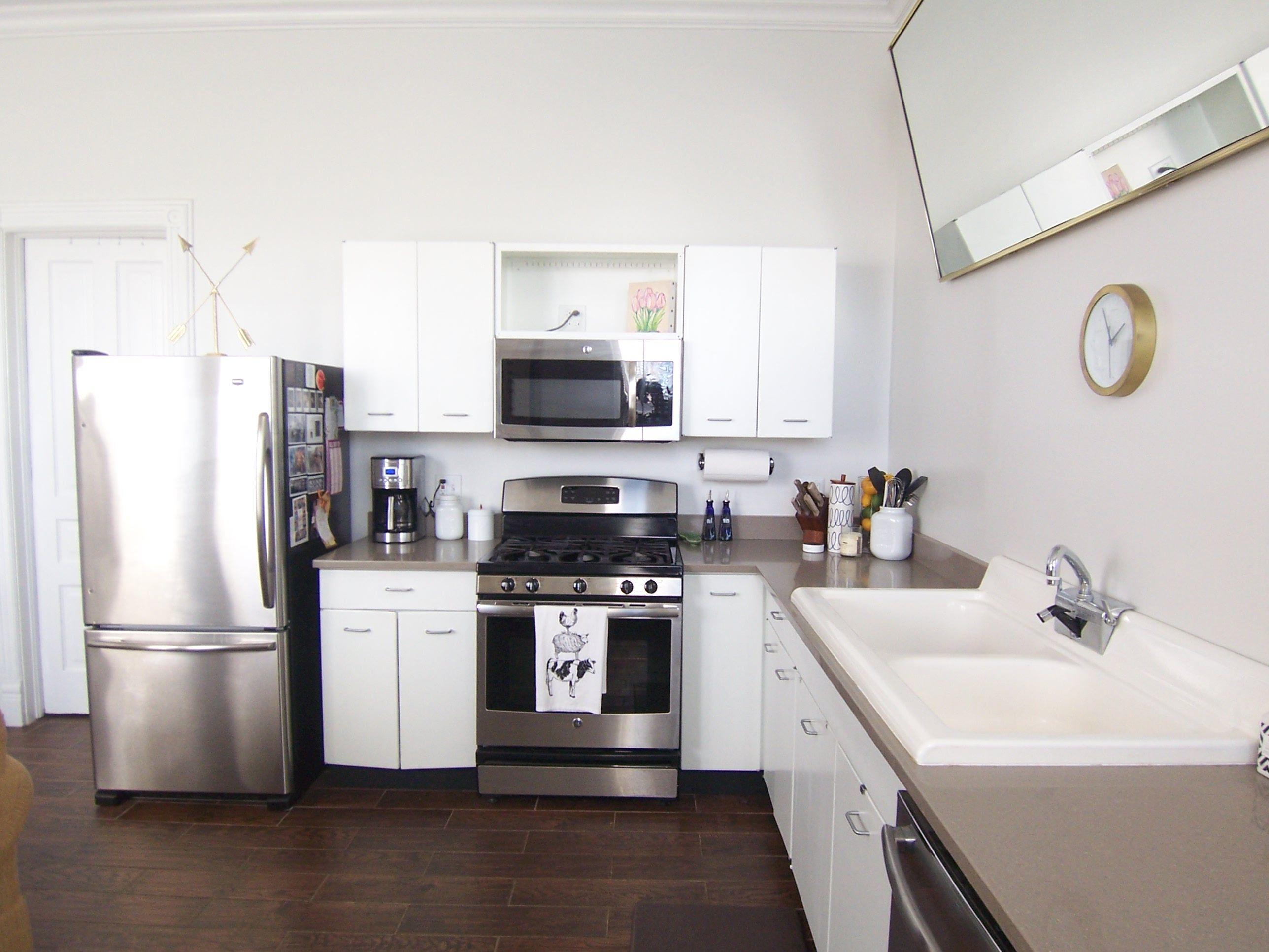 Modern White Kitchen In Lincoln Park Chicago With Grey Quartz Countertops White Cabinet White Modern Kitchen White Kitchen Remodeling White Tile Kitchen Floor