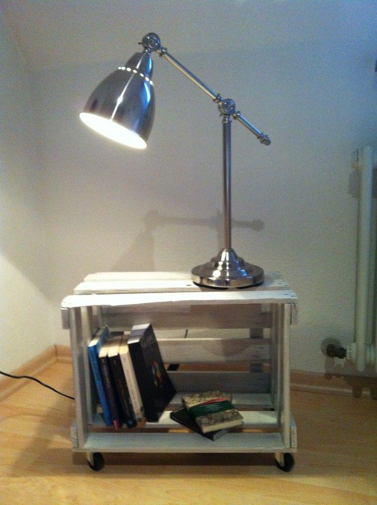 nachttisch aus einer weinkiste living at home pinterest weinkisten nachttische und. Black Bedroom Furniture Sets. Home Design Ideas