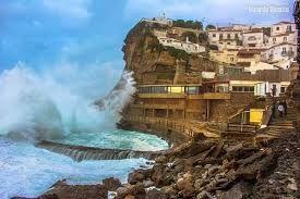 Resultado de imagem para farois de portugal tempestades