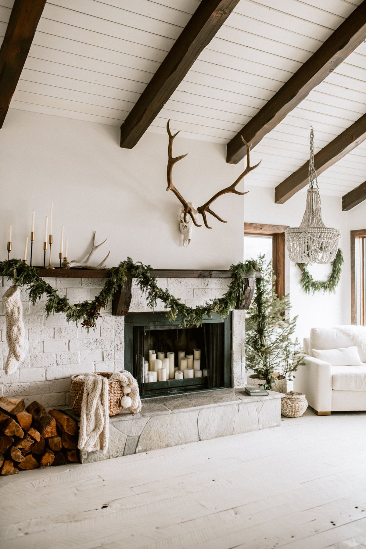 Our Favorite Holiday Home Decor Ideas This Year Are All About Simplicity Coco Kelley Ranch Decor Country House Decor Rustic House