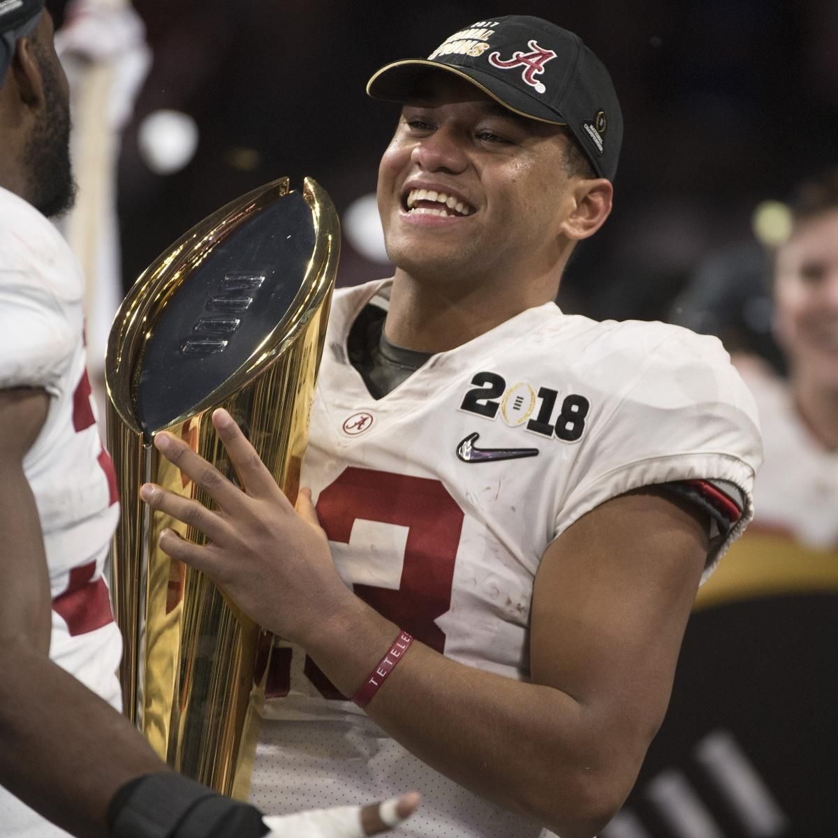 Tua Tagovailoa took to Twitter to defend teammate Jalen