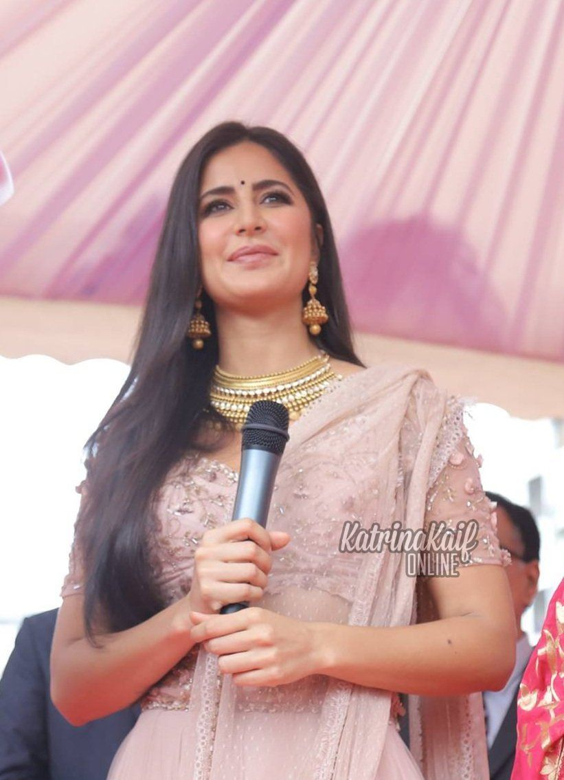 3cd4f60ccdd3d Katrina Kaif at Kalyan Jewellers Indore launch  Photos from KatrinaKaifFB)