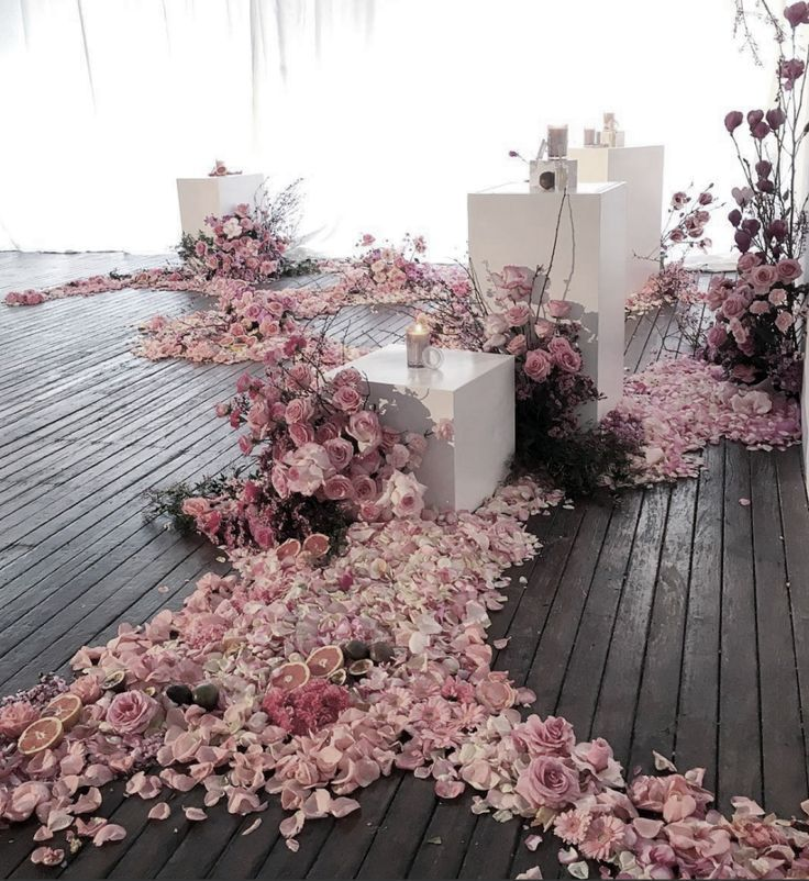 Untamed Florals / Unexpected Floral Installation