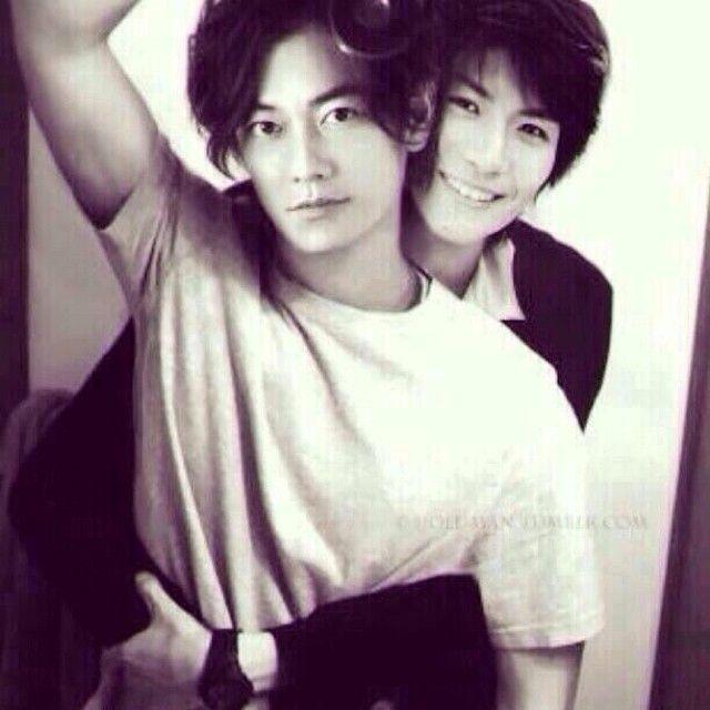 ゲイ 歌手2人 日本人