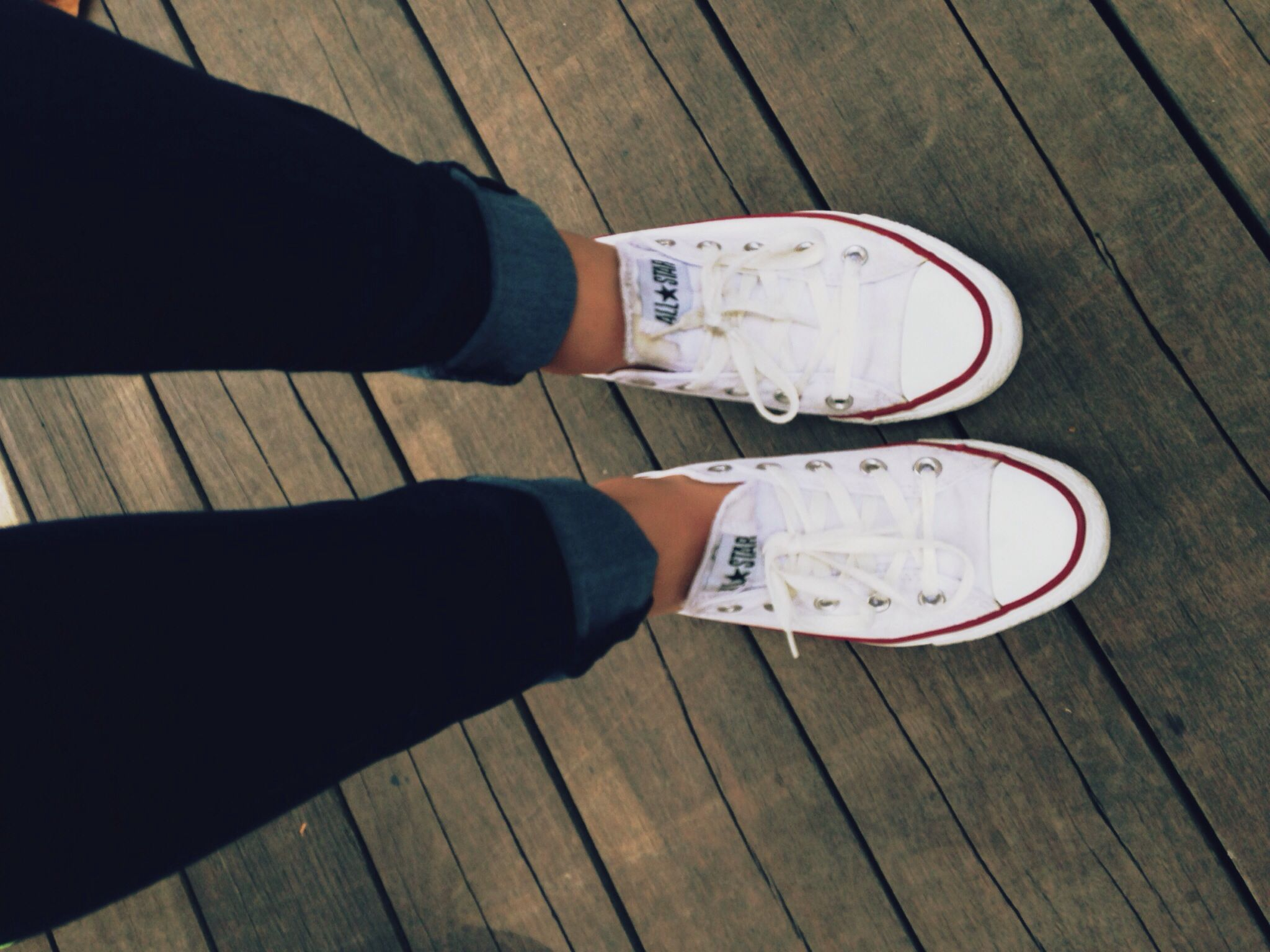 les 25 meilleures id es de la cat gorie chaussures converses blanches sur pinterest converse. Black Bedroom Furniture Sets. Home Design Ideas