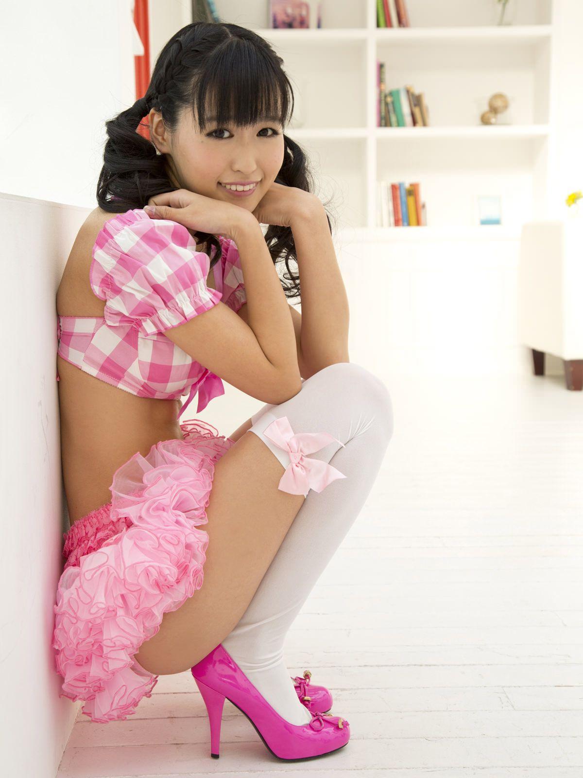 junior-idol-with-dildo