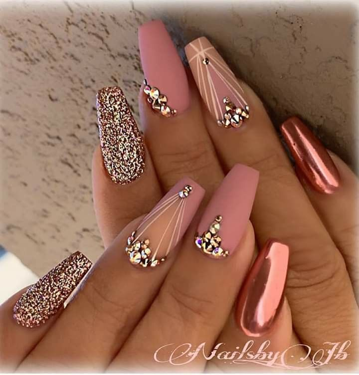 Pin By Celina Mchenry On Unas Lindas Rose Gold Nails Design Gold Nail Designs Rose Gold Nails