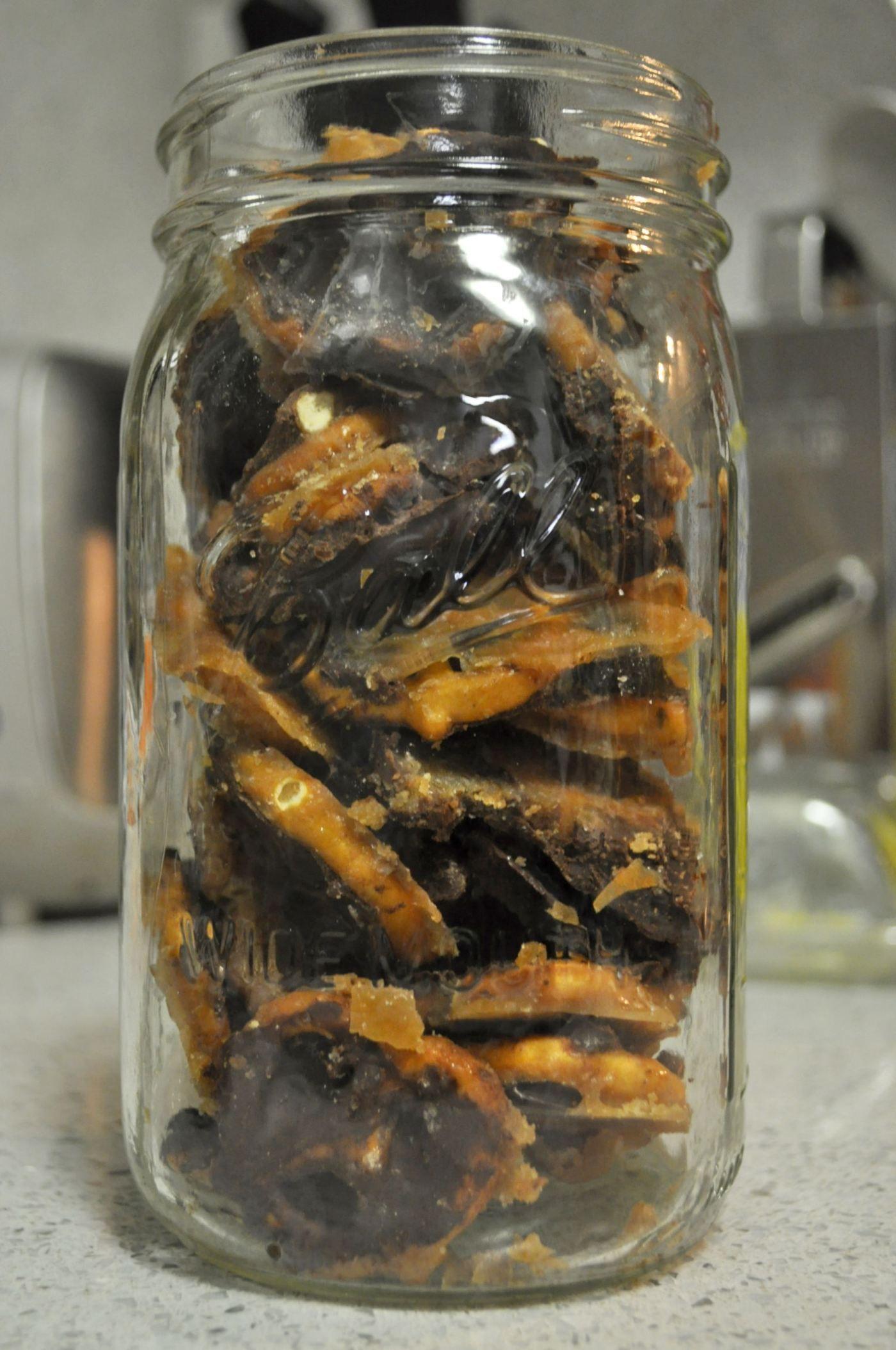 Salted Chocolate Caramel Pretzel Bark «