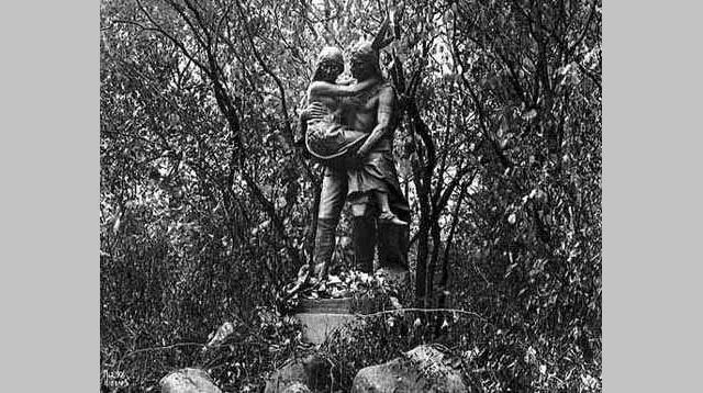 Hiawatha and Minnehaha statue, Minnehaha Park, 1916. Photographer: Charles J. Hibbard