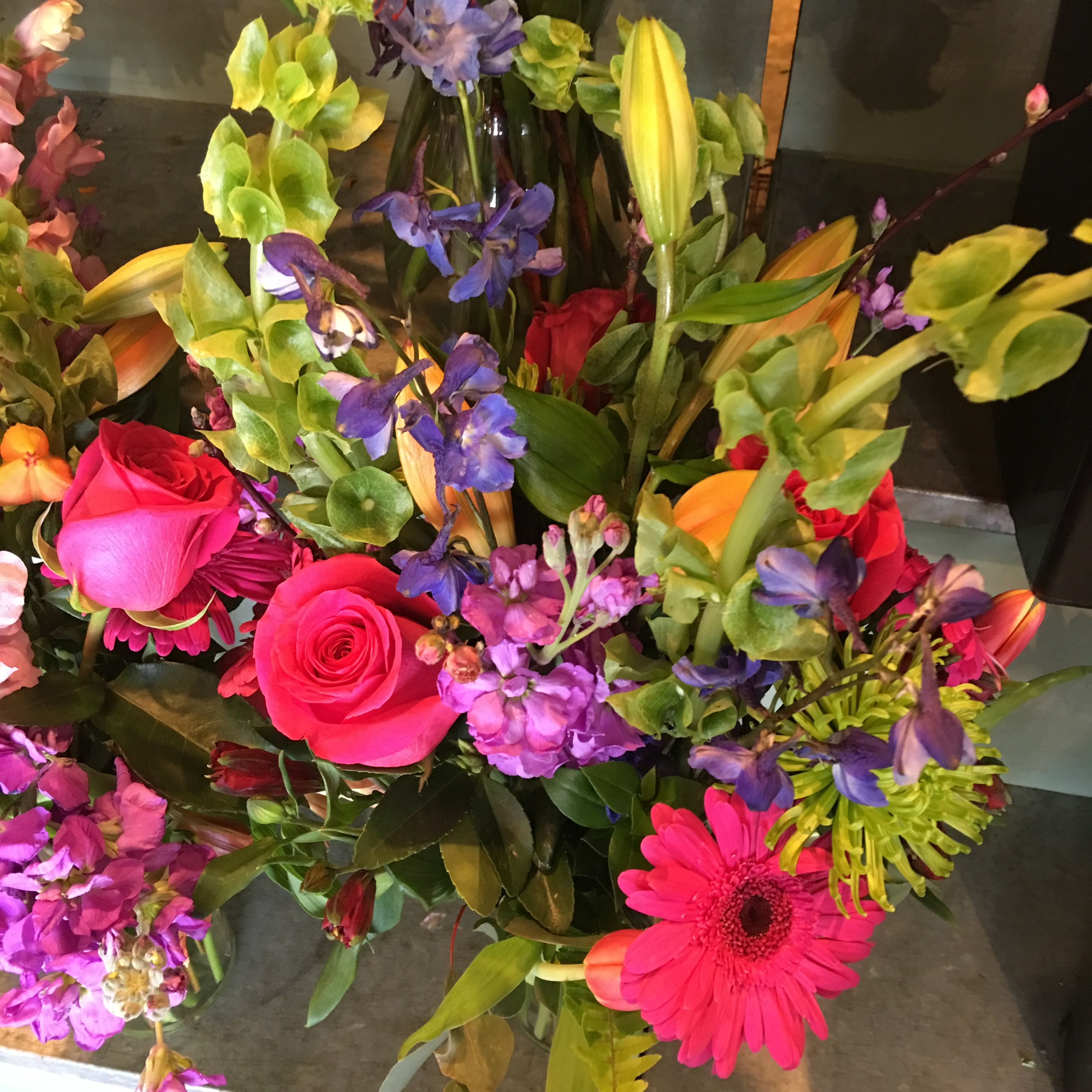 We Love The Spring Colors In This Arrangement Of Pink Roses Pink