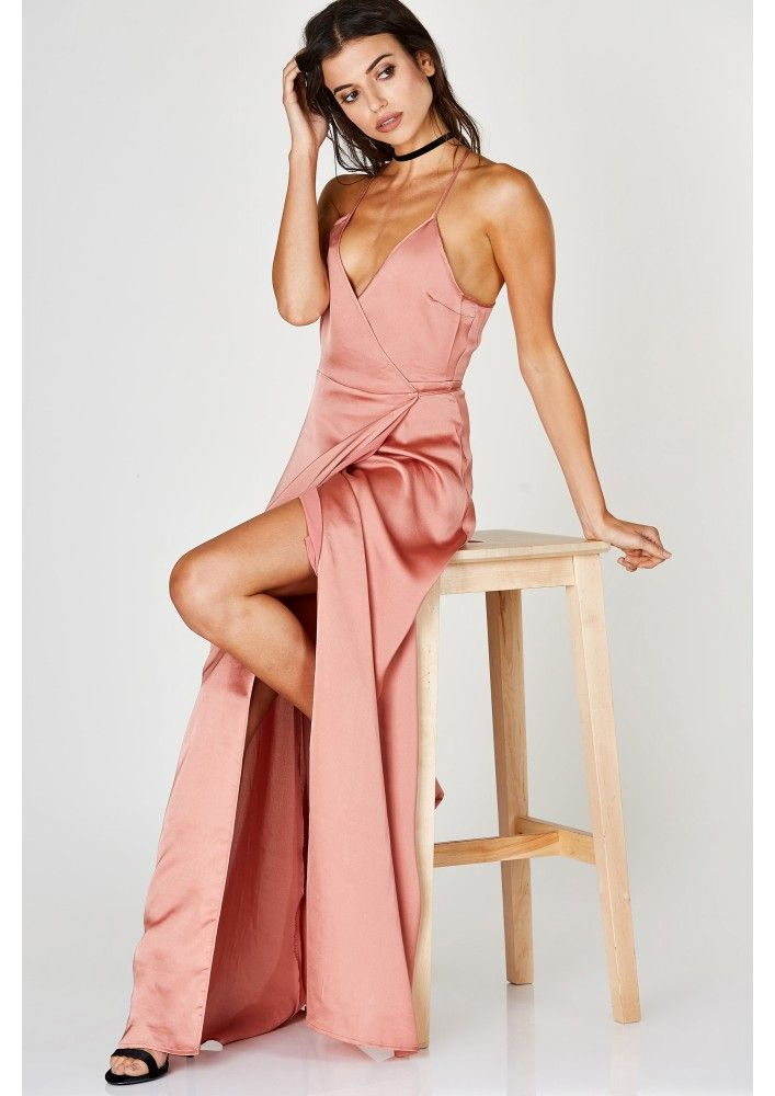 We're totally in love with this magnificent maxi dress. Whether you have a…