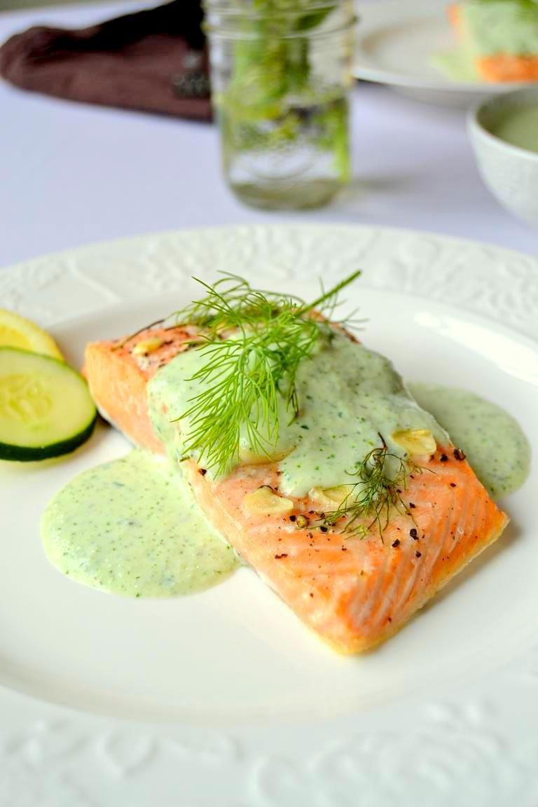 Simple Lemon Dill Salmon with Cucumber Cilantro Sauce #cilantrosauce
