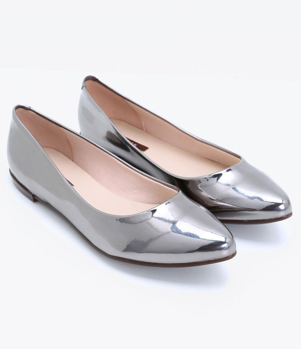 cb40917815 Sapatilha feminina Material  sintético Metalizada Marca  Moleca Bico fino  COLEÇÃO INVERNO 2017 Veja outras opções de sapatilhas femininas.