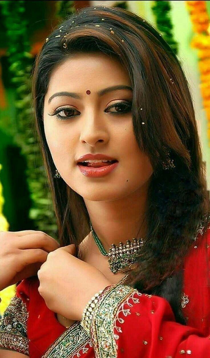 Alia Bhatt Most Beautiful Indian Actress - DesiComments.com