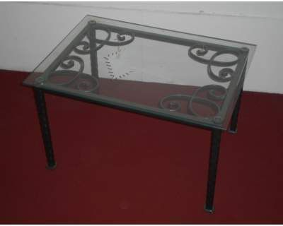 Tavolo . Tavolino in FERRO BATTUTO. a Prato Kijiji