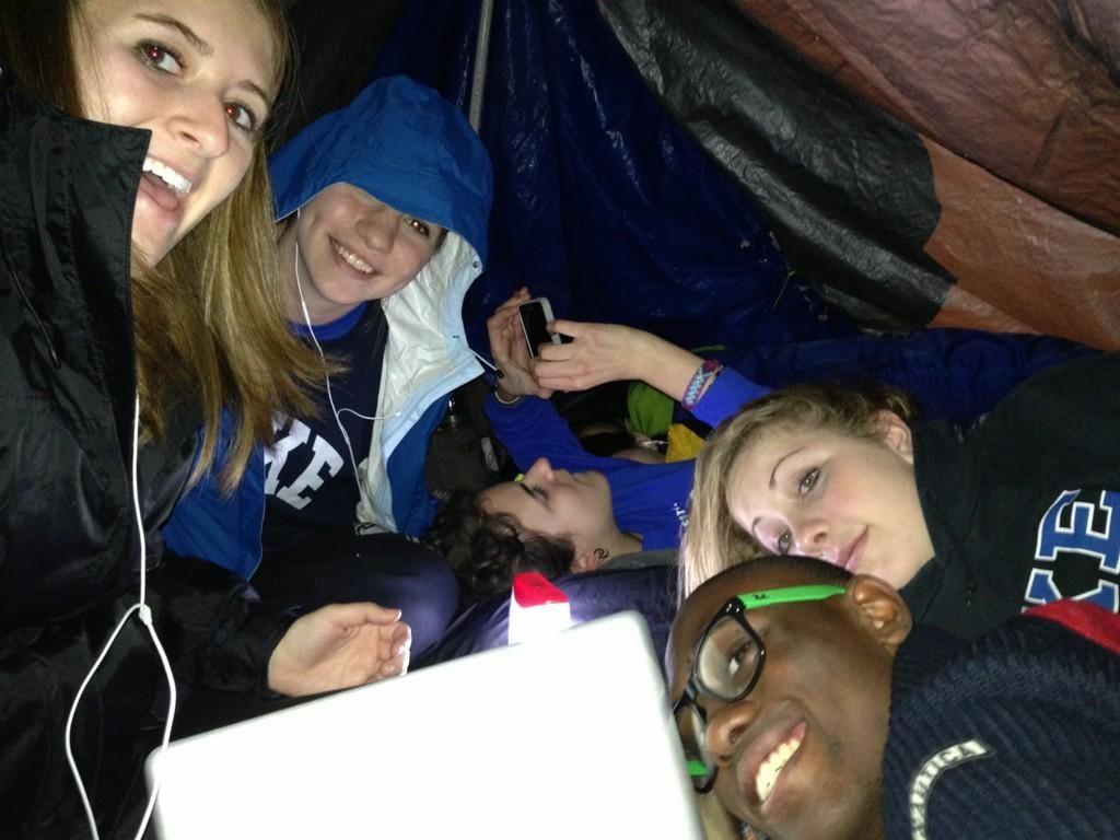Tenters enjoying their last night of black tenting! | Twitter via @elsosk