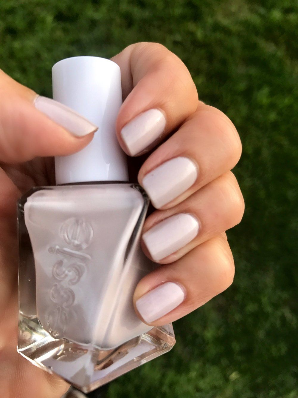 Mani Monday: Essie\'s Gel-like Polish that\'s Chip-free up to 14 Days ...
