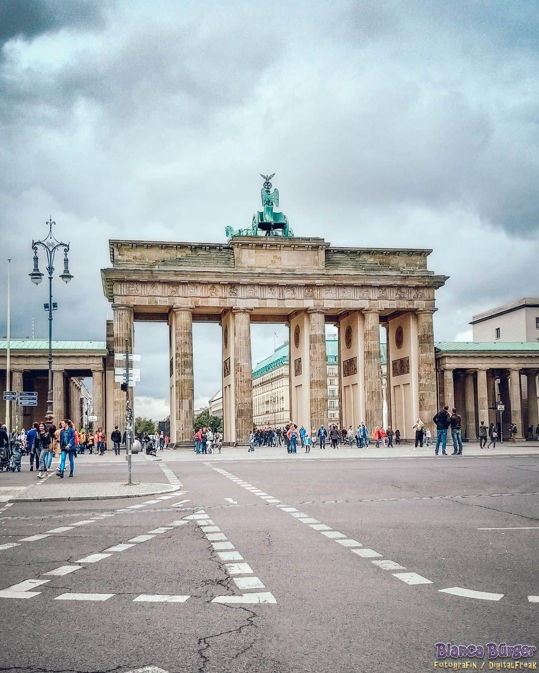 Zum Tag Der Deutschen Einheit Passend Das Brandenburger Tor Vor 30 Jahren Trat Die Deutsche Dem In 2020 Tag Der Deutschen Einheit Deutsche Einheit Brandenburger Tor