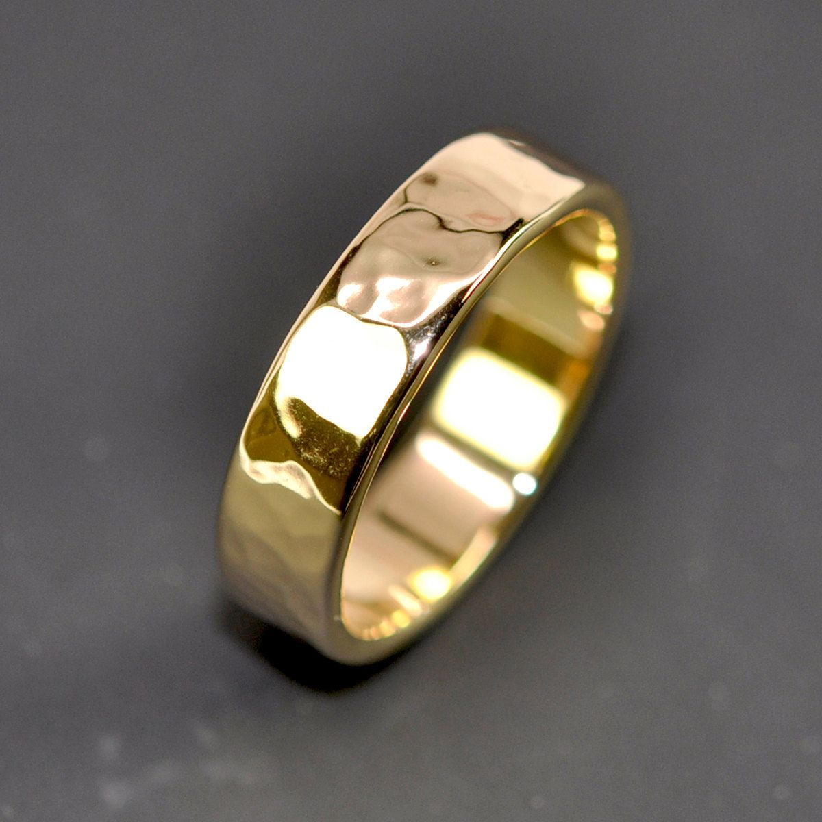 18k Yellow Gold Men S Wedding Band Hammered 5mm Ring Rutledge
