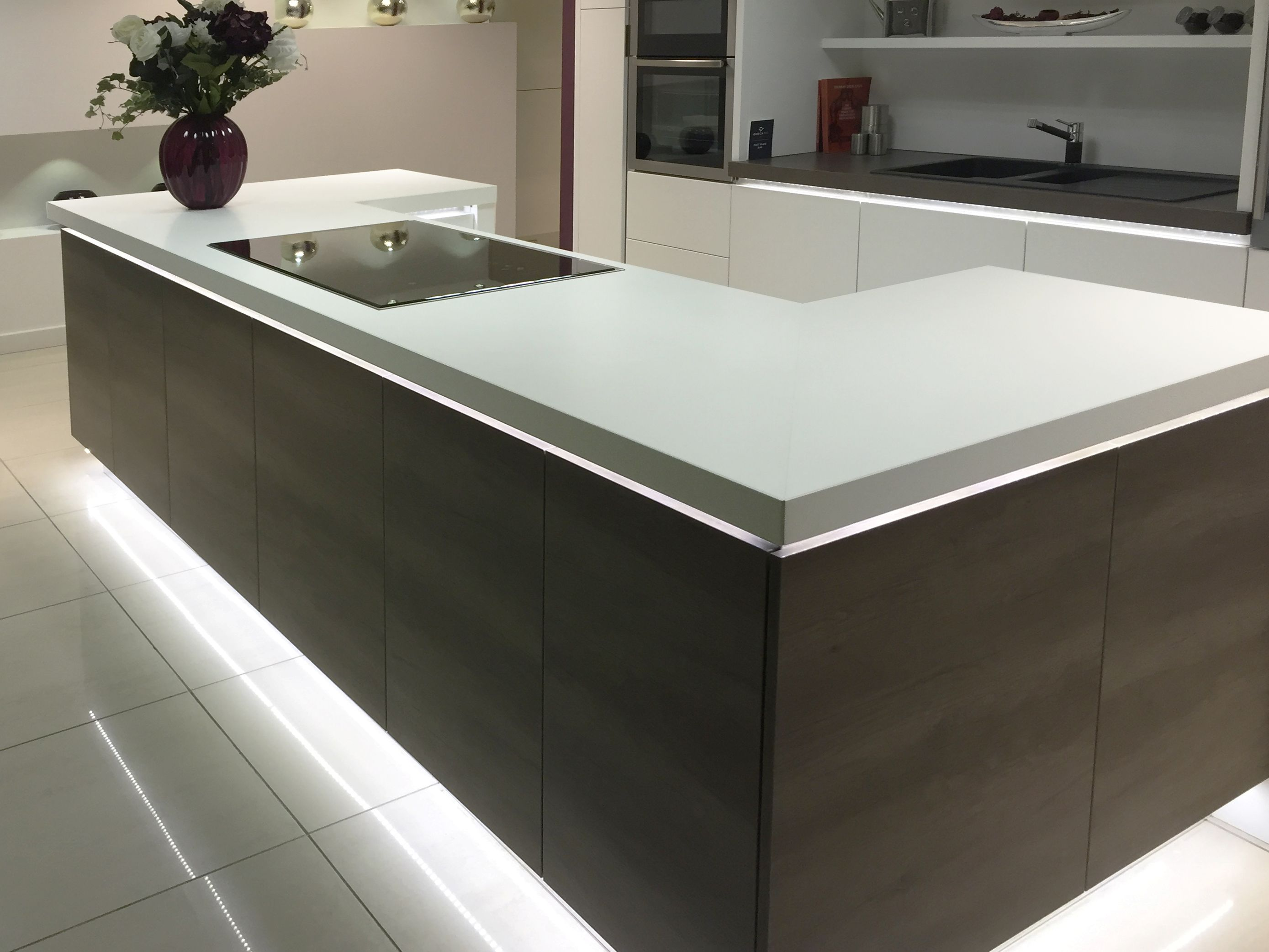 Modern Kitchen Design U Shape Modern Kitchen Island Design In A U Shape With Mirrored