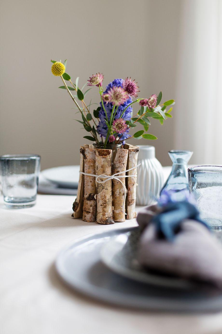 diy tischdeko idee mit streudeko deko floral blumen gestecke blumen tischdeko. Black Bedroom Furniture Sets. Home Design Ideas