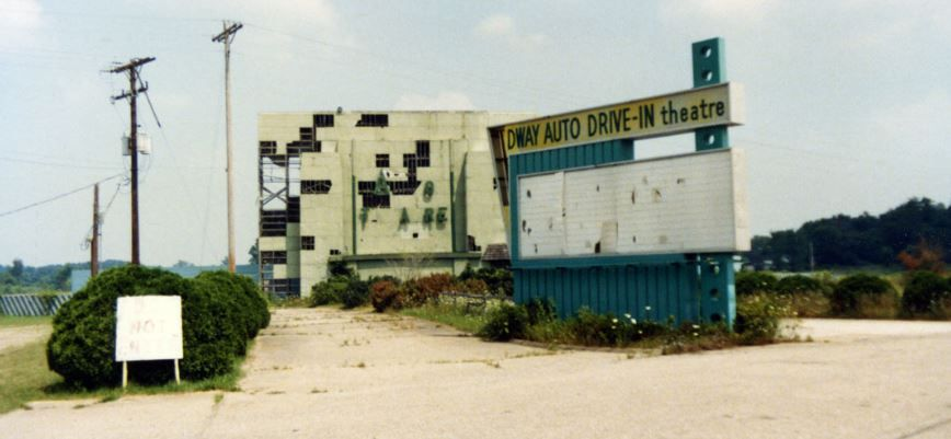 Classic Graveyard Now Gone Midway Auto Theatre Mansfield Ohio Drive In Movie Theater Drive In Theater Drive In Movie