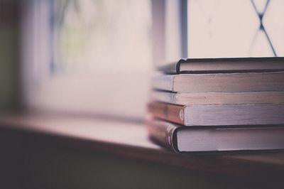 7e98aed51 books Knihy Hodné Prečítania, Staré Knihy, Police Na Knihy, Písmená,  Kníhkupectvá,