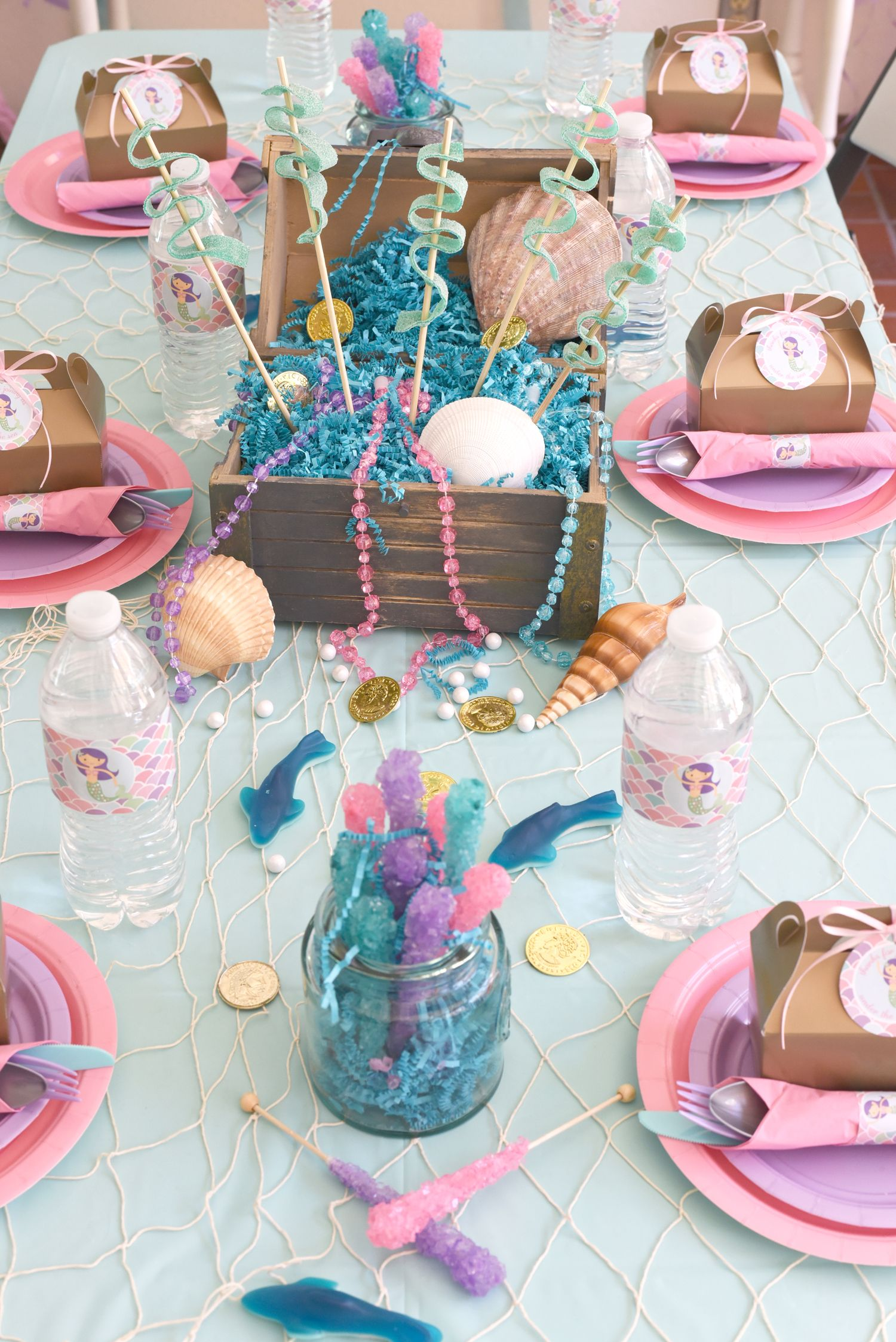 The prettiest mermaid birthday table set up 50 a os for Fiesta tematica sirenas