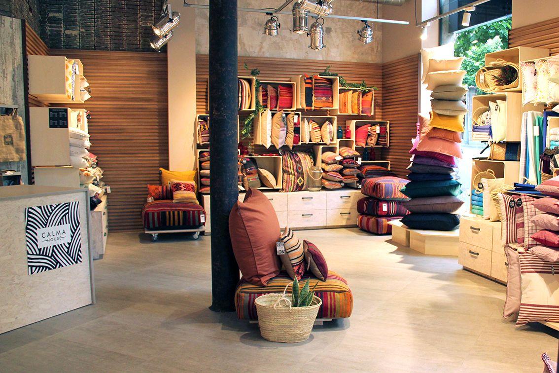 Calma house nuestras tiendas store design shop design - Calma house cojines ...