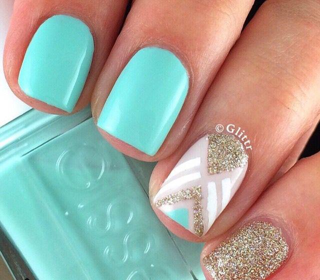 Verde menta, blanco, y dorado con glitter... | Nails | Pinterest