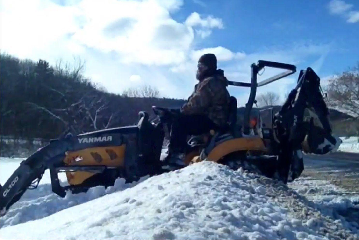 4x4 Tractor Moving Wet Heavy Snow Yanmar Sc 2450 2400 Tractors 4x4 Snow