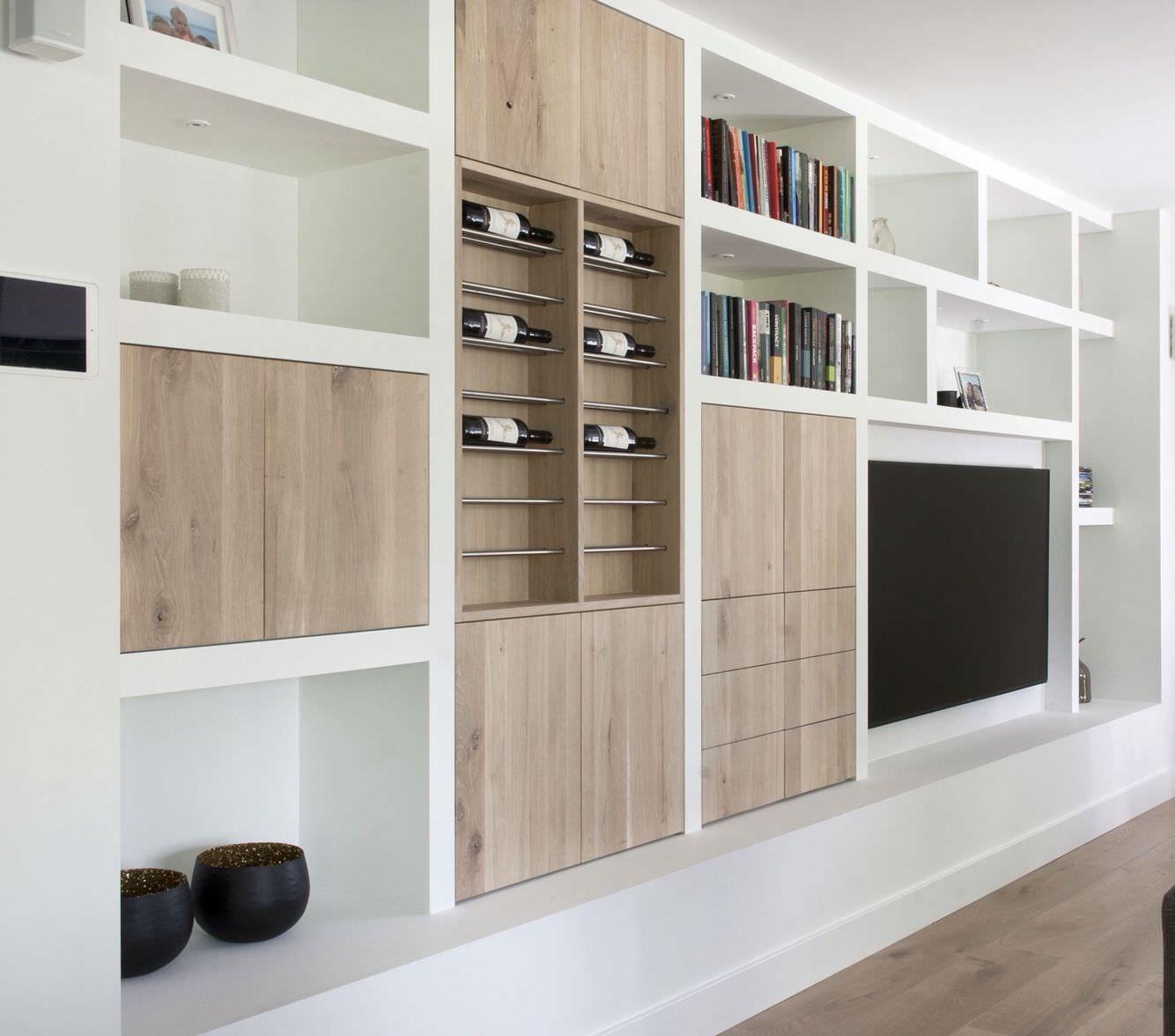 Parete attrezzata in cartongesso per un soggiorno moderno for Parete attrezzata in cartongesso immagini