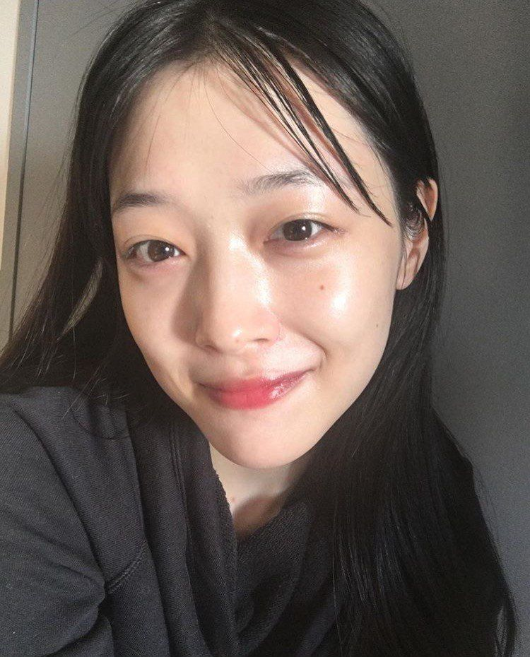 Female Idols Who Are Just As Beautiful Without Makeup Without Makeup Sulli Pretty People