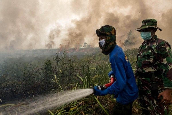 Haze Cuts Indonesia's Oil Production as Pollution Hurts Workers