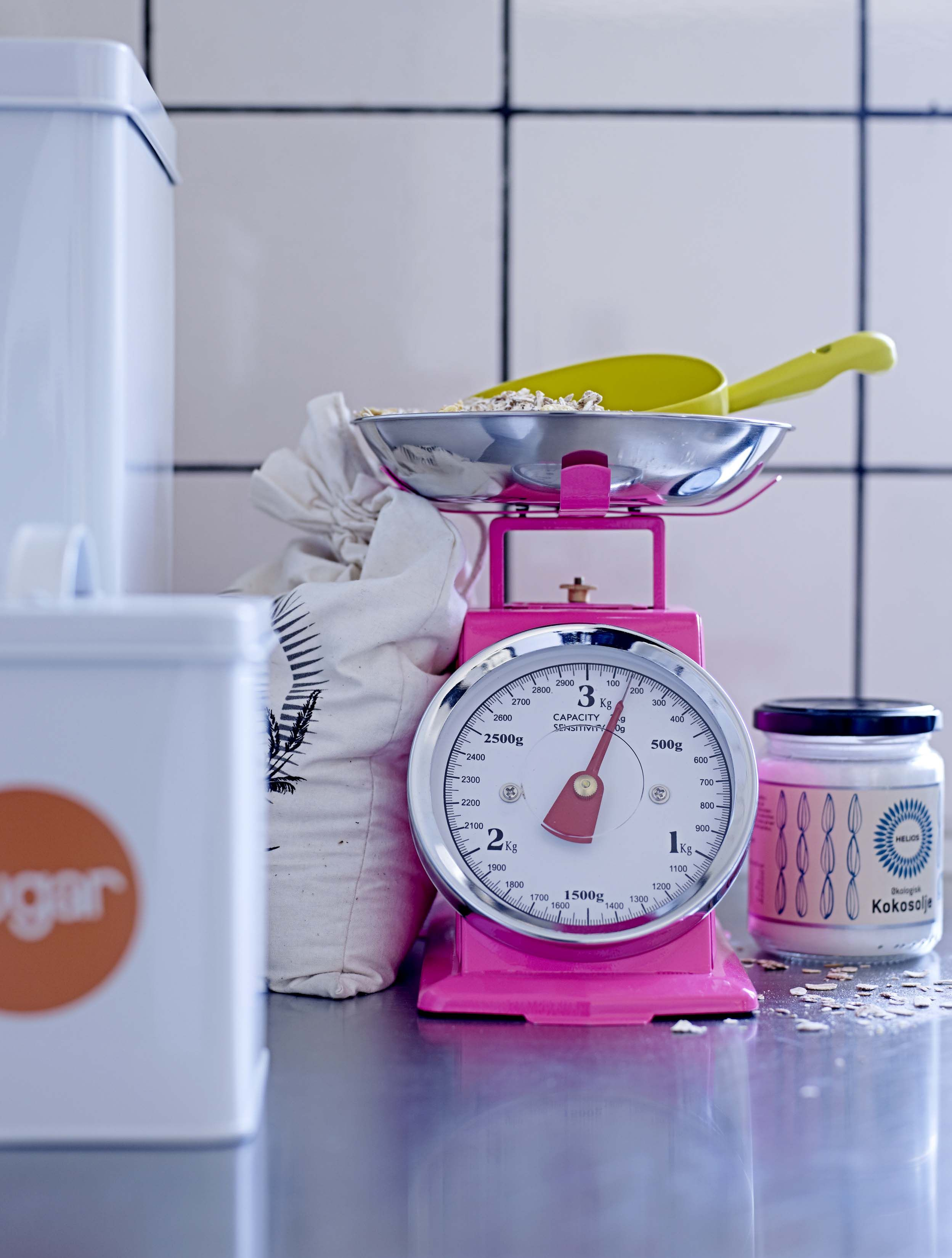 Küchenfarbe ideen gelb neon pink kitchen scale from bloomingville bloomingville