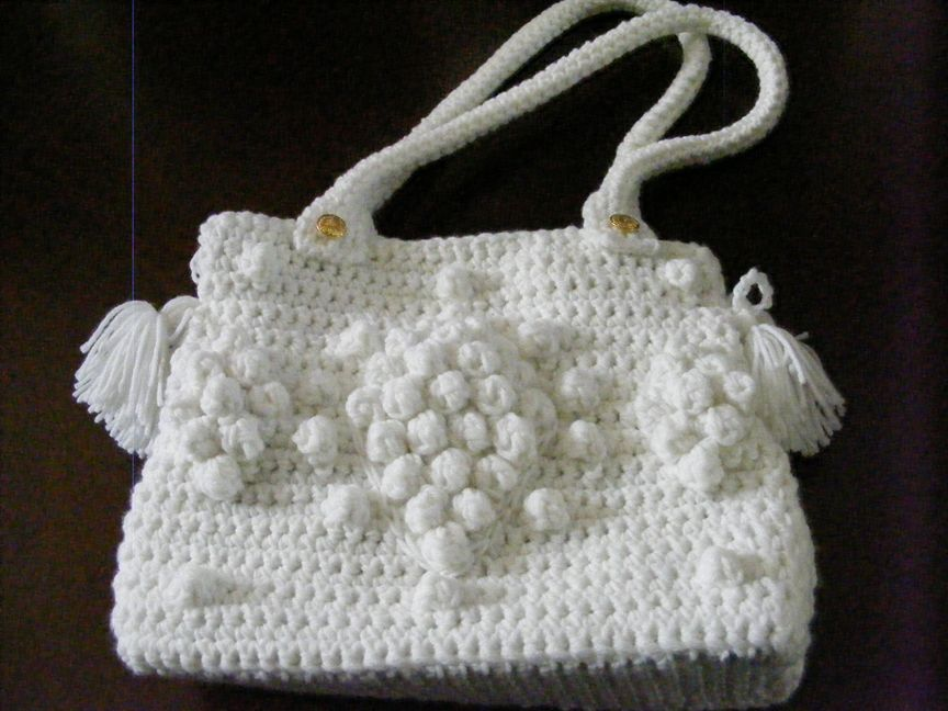Crocheted purse. G Darel celebrity bag in pure white!  Crocheted straps fastened with gold (brass) buttons, fully lined with magnetic clasp closure