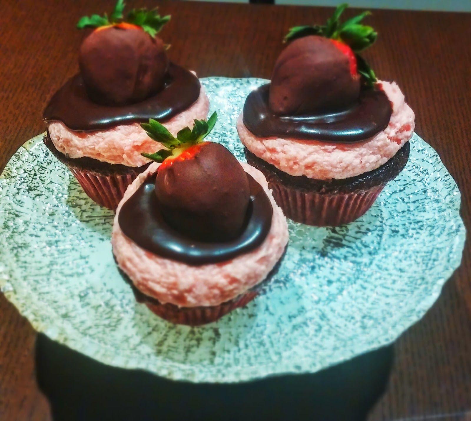 Sugar 'N Vines: Chocolate Covered Strawberry Cupcakes