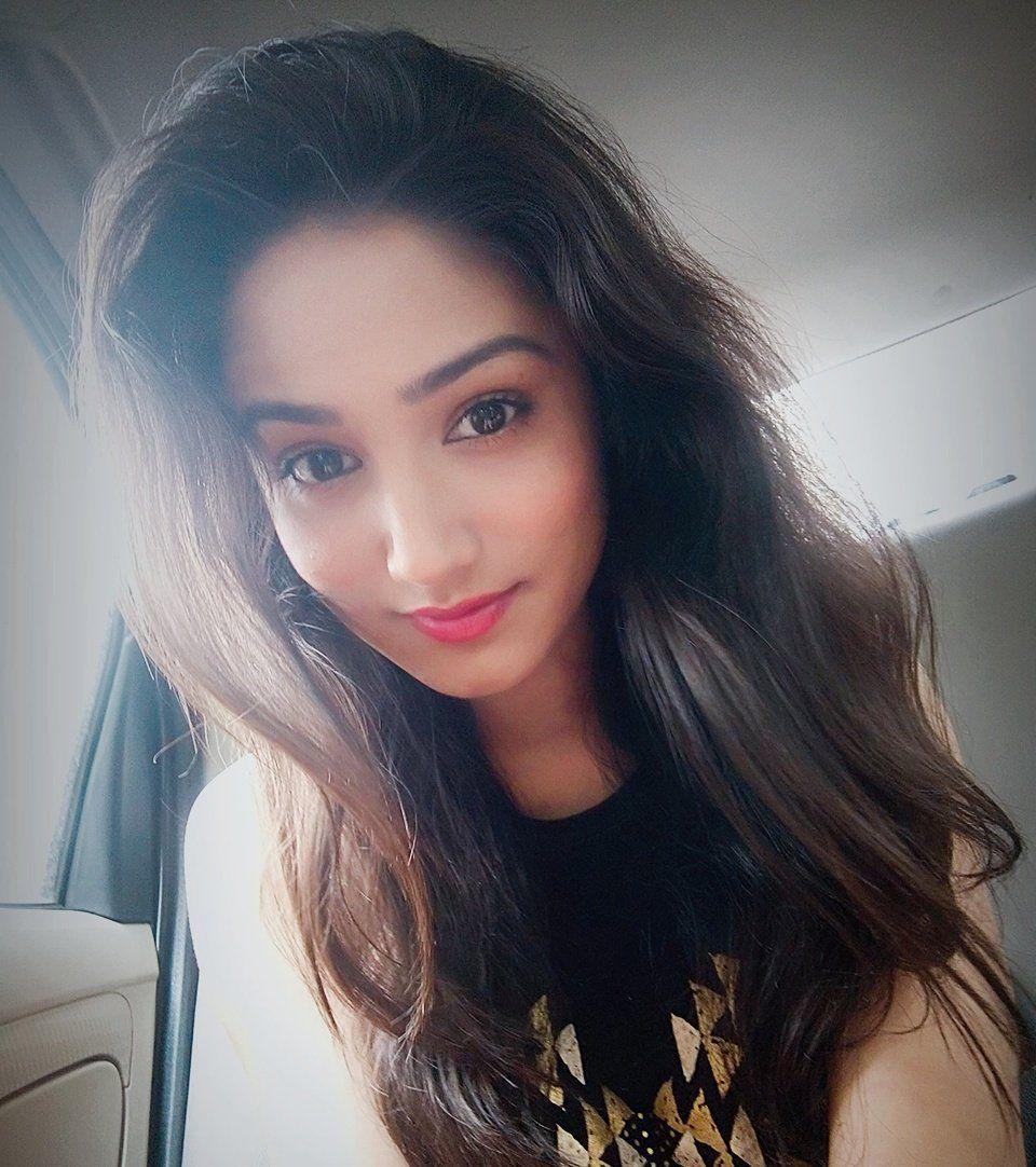 Donal Bisht selfie | Ek deewana tha | Beautiful actresses
