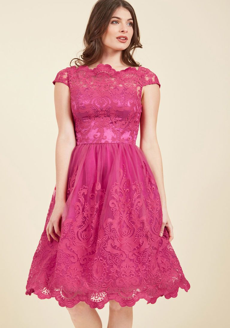 Chi Chi London Exquisite Elegance Lace Dress in Fuchsia | Vestiditos