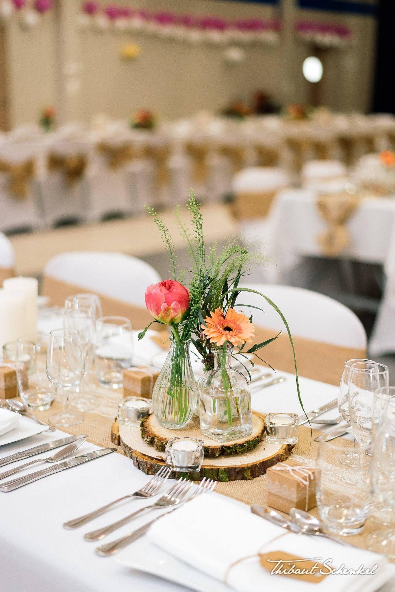 Centres De Table Rondins De Bois Et Vases Vintage Fleuris