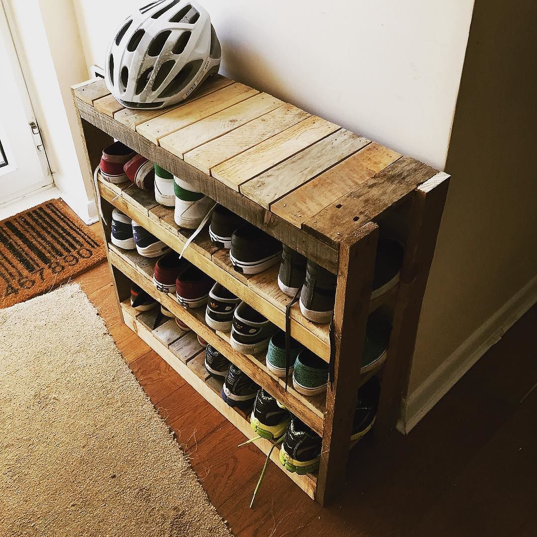 Diy shoe rack pallet projects pinte diy shoe rack more solutioingenieria Choice Image