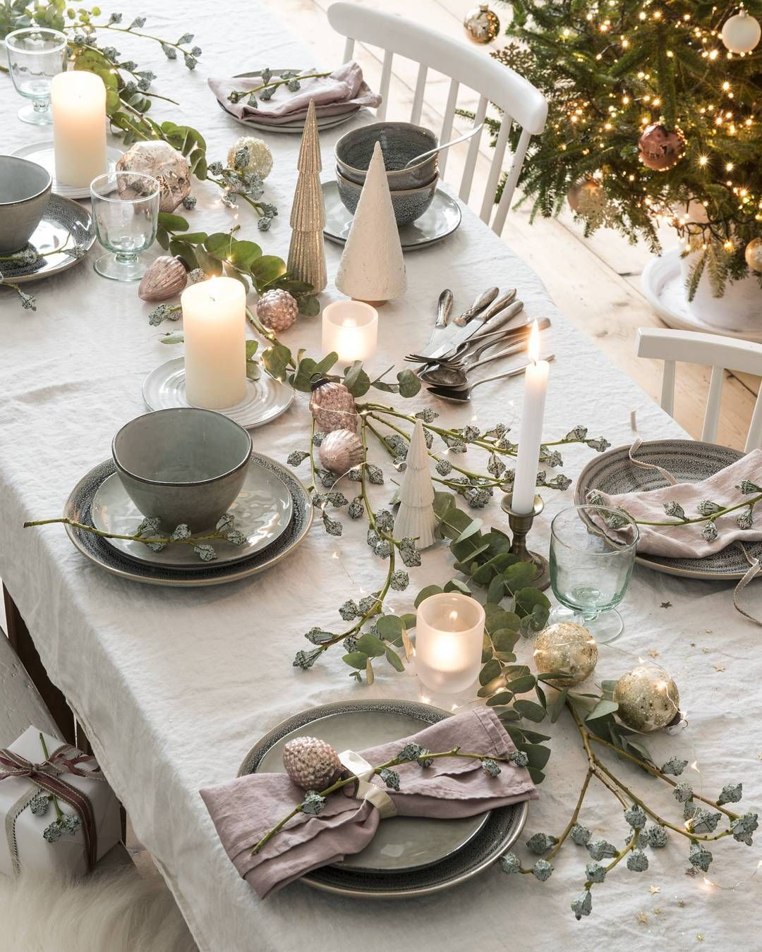 21 Christmas Tables That Prove There S More To Life Than Red Green And Gold Pretty Christmas Decorations Christmas Table Decorations Christmas Decorations Bedroom